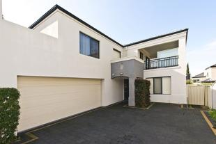 4 bed house in 68 b Francis Avenue...