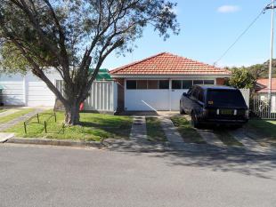 6 bed property in NSW, Adamstown Heights