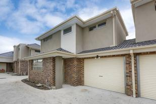 Town House for sale in 2/69 Meredith Street...