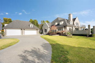 Detached house in 22 River Oaks Drive...