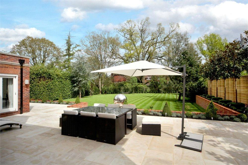 6 bedroom detached house for sale in Grove Road