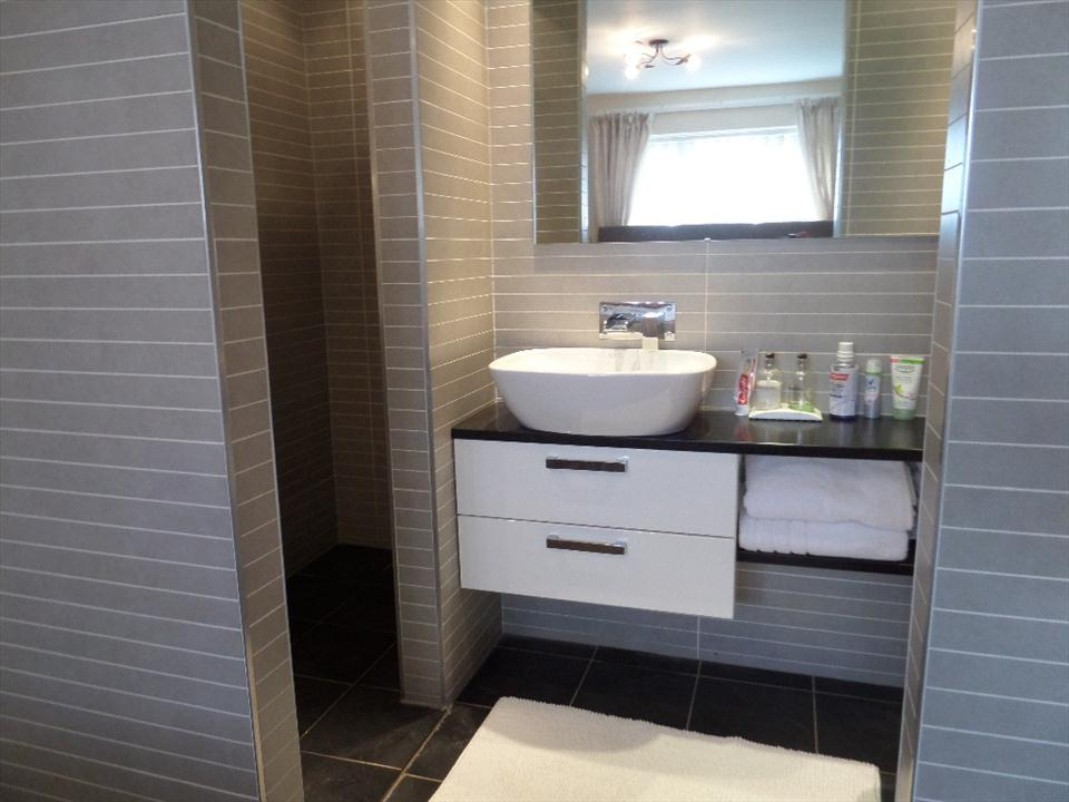 ADDITIONAL ENSUITE PHOTO