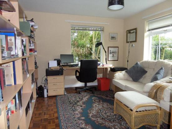 OFFICE /SITTING ROOM