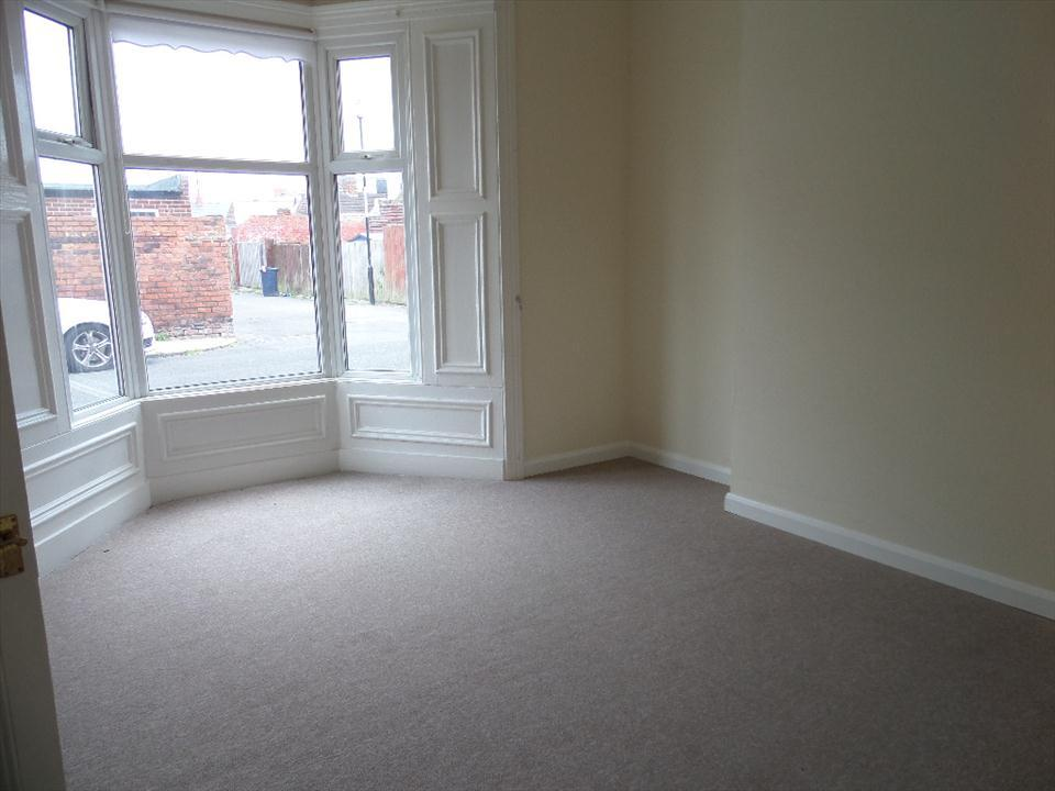 FRONT ROOM (Lounge/Bedroom)