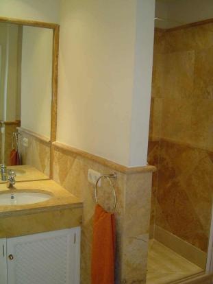 Bathroom 1 side