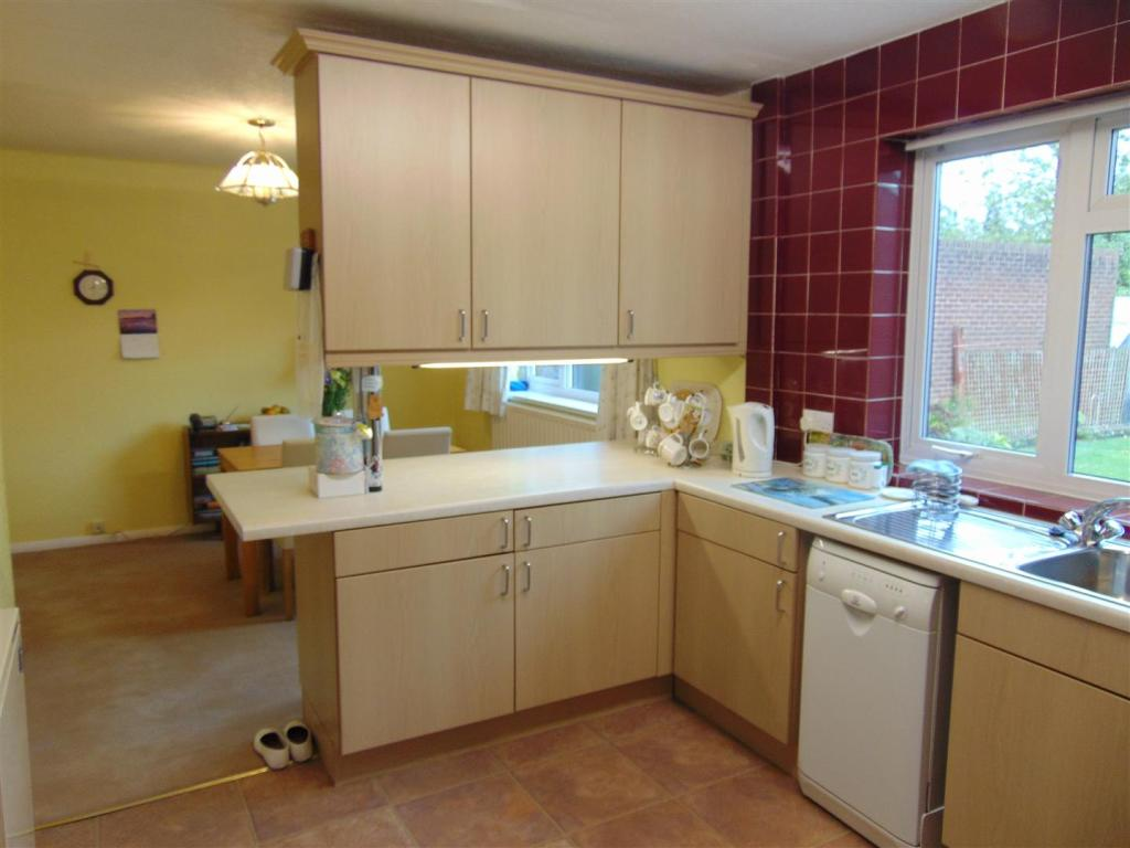 FITTED KITCHEN OPENI