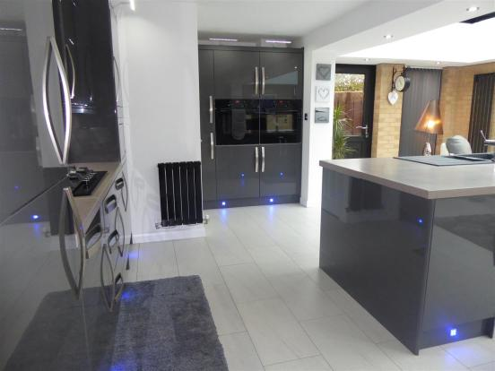 KITCHEN/DINER EXTENS