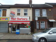 Flat to rent in Oak Road, Luton, LU4