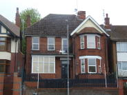 Studio flat in Ashburnham Road, Luton...