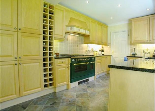 Property to rent in Bagshot - near Ascot and Sunningdale - Kitchen