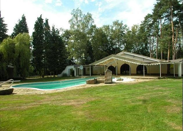 Property to rent in Ascot pool