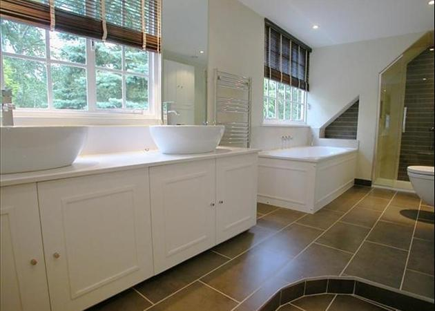 Property to rent in Ascot, - BATHROOM