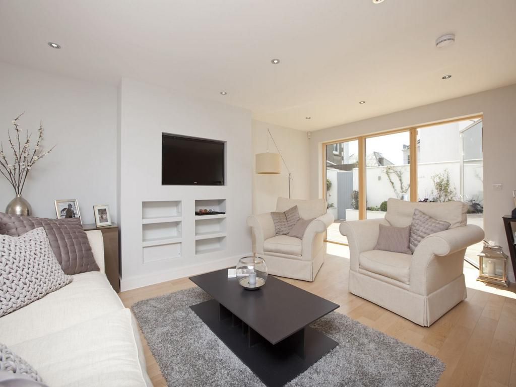 3 bedroom town house for sale in the cliftons clifton for Homes r us living room