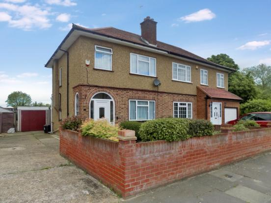 bedroom semi detached house for sale in weymouth road hayes ub4