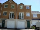 Town House to rent in Wellington Close...
