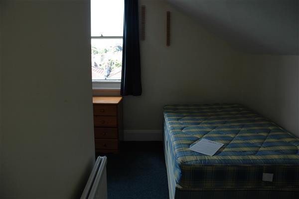 Bed 3 ( Top Floor