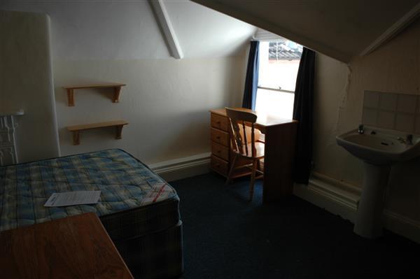 Bed 6 ( Top Floor