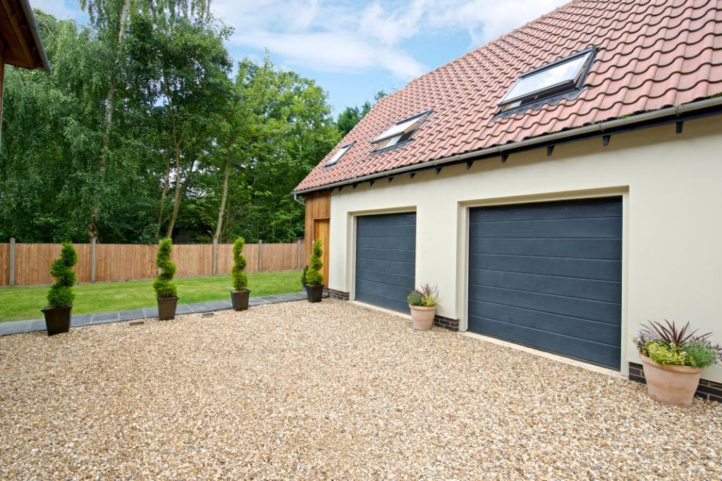 5 bedroom detached house for sale in bedford road cople for Annexe garage