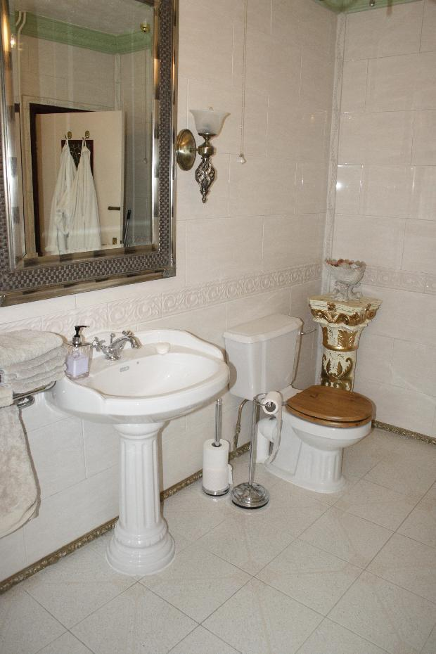 showerr room with wash basin