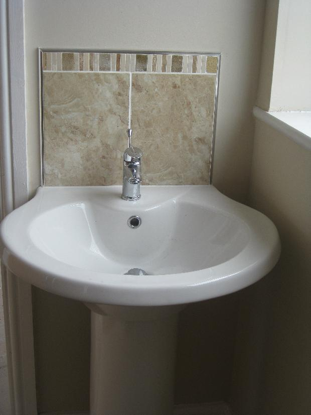 En-suite wash hand basin