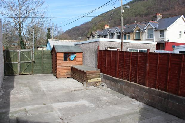 Enclosed Private Back Garden Shed and Storage