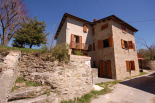4 bed property for sale in Montemonaco