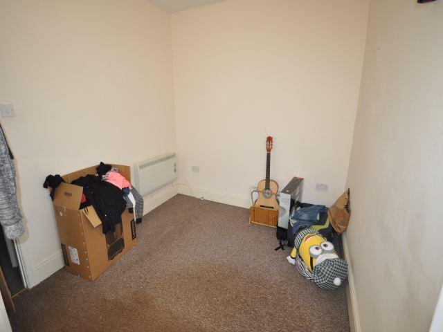 Bedroom 2 / Sitting