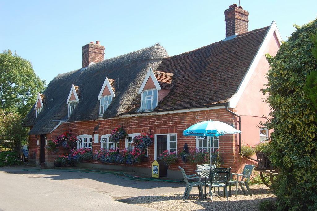 The Local Pub - T...