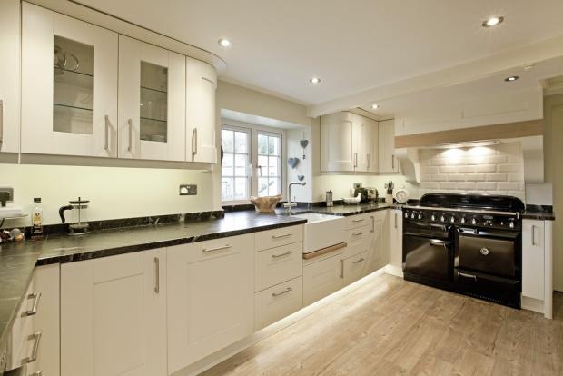 Kitchen - Range v...