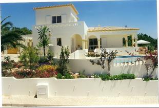 Villa for sale in Meia Praia, Lagos Algarve