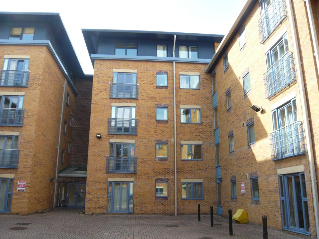 2 bedroom flat to rent in leadmill court sheffield city. Black Bedroom Furniture Sets. Home Design Ideas