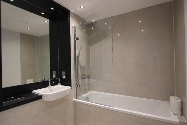 Apt 7 Bathroom