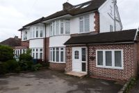 Studio apartment to rent in Conway Close, Stanmore