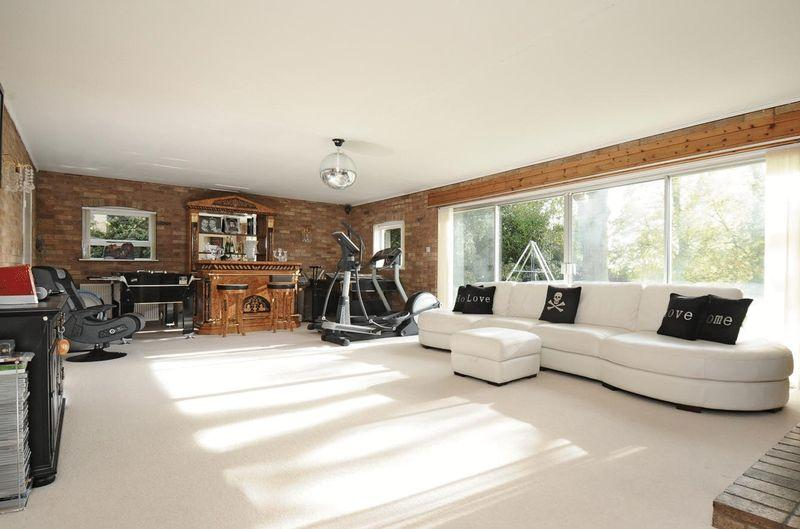 Beige white gym design ideas photos inspiration Living room gym