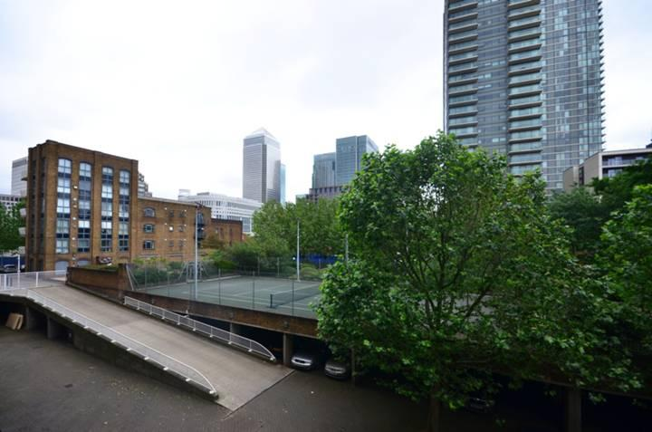 2 Bedroom Flat For Sale In Cascades Tower Canary Wharf E14 E14
