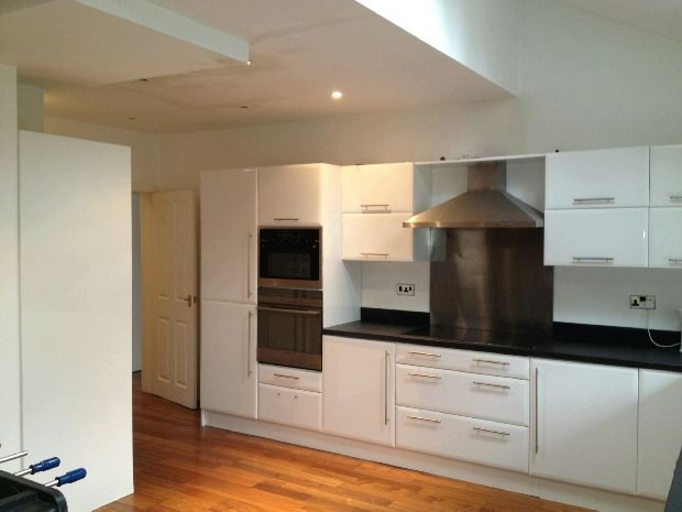 Re-Fitted Kitchen Di