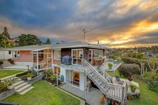 5 bedroom property for sale in Mairangi Bay...