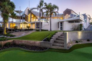 6 bed home in Browns Bay, North Shore...