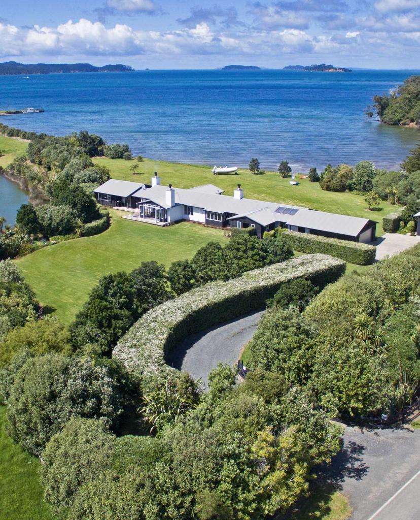 Tawharanui Peninsula house