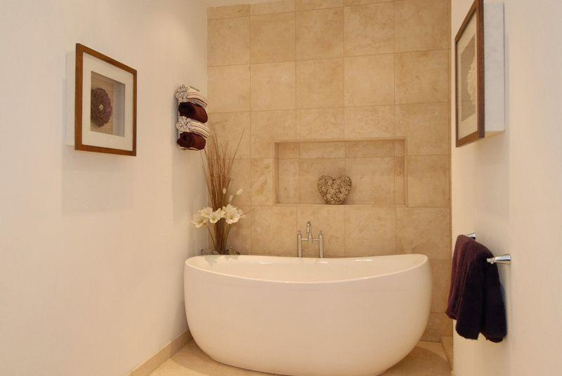 Compact beige bathroom design ideas photos inspiration for Feature wall tile ideas