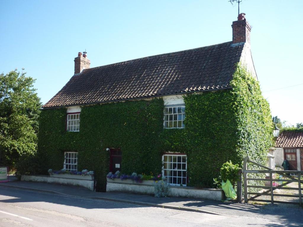 MERE FARM HOUSE: