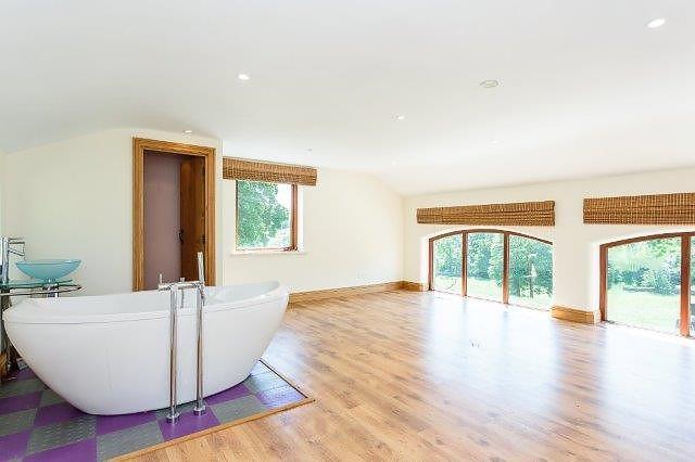 Annex Bedroom - Bath