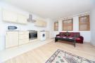 Flat to rent in Kyverdale Road, N16 7AB