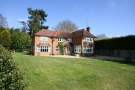 4 bed Detached house in Highlands Road, Farnham...