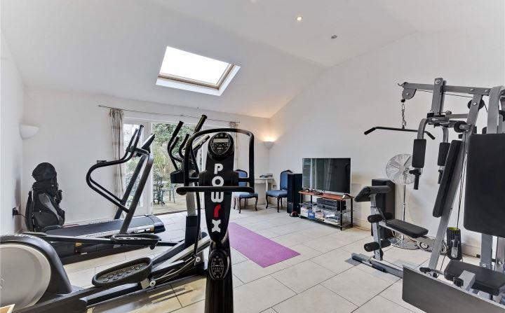 4 bedroom semi detached house for sale in elm tree avenue for Detached home office