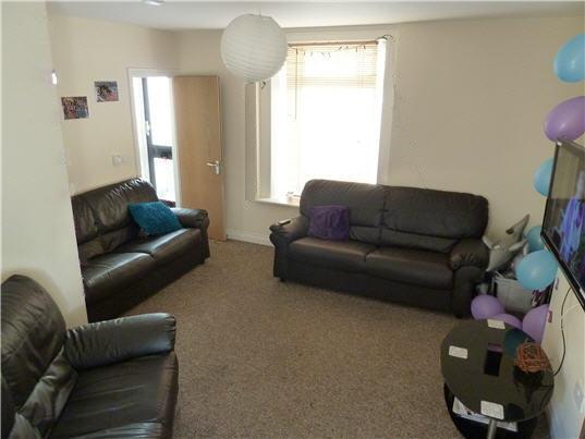 Nice size lounge