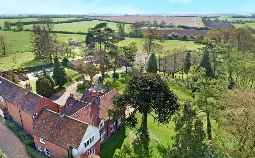 Land for sale in eggington leighton buzzard bedfordshire lu7 lu7 for Leighton buzzard swimming pool