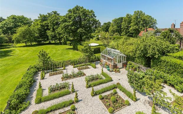 6 Bedroom Equestrian Facility For Sale In Childwickbury