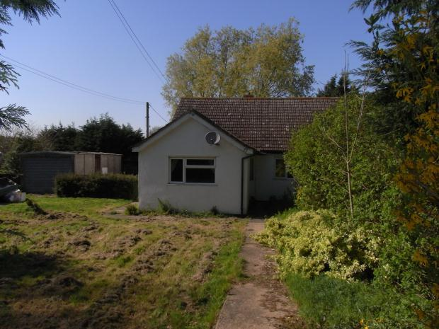 3 Bedroom Bungalow For Sale In Crownthorpe Wicklewood
