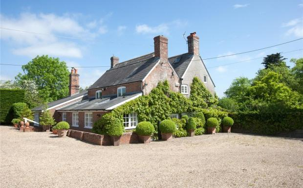 6 Bedroom Detached House For Sale In Motcombe Shaftesbury